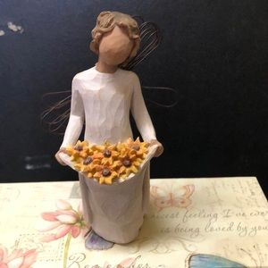 Willow Tree Figurine with daisies